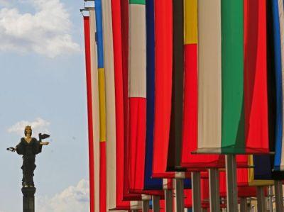 България излиза от черния списък за прекомерен дефицит, но не е готова за еврозоната