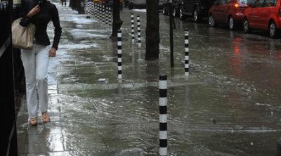 Силни валежи се очакват в 19 области