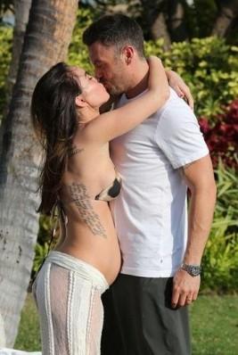 Снимки на бременната Меган Фокс!