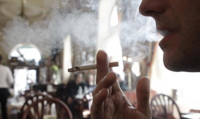 Депутатите хвърлят цигарите в името на закона