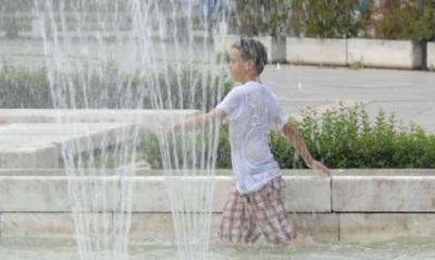 """Код """"оранжево"""" е обявен днес във всички области на страната заради високи температури, обявяват синоптиците от БАН."""