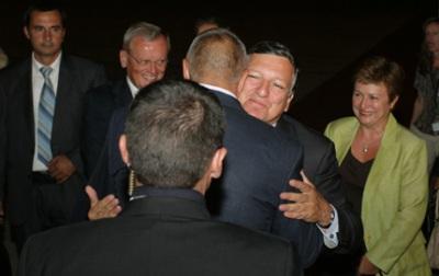 Председателят на Европейската Комисия Жозе Мануел Барозу пристигна в страната ни на работно посещение с късен полет в четвъртък