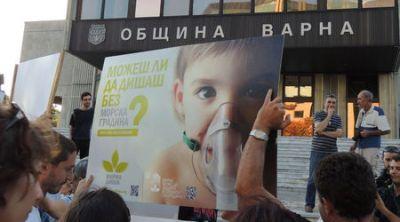 """""""Живо знаме"""" в защита на Морската градина във Варна"""