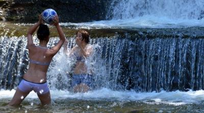 Метеоролозите предупреждават за опасна жега в 17 области