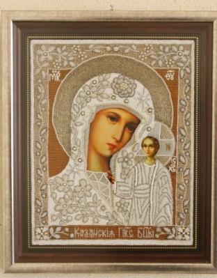 Българската православна църква чества днес с празнична Св. Литургия големия християнски празник Успение (блажено заспиване) на Божията Майка (Голяма Богородица).