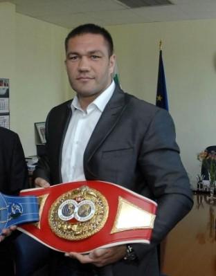 Кубрат Пулев направи поредна голяма крачка към мечтан двубой с Владимир Кличко, след като победи руснака Александър Устинов.