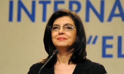 Меглена Кунева: Използват надбавките като поощрение и наказание!