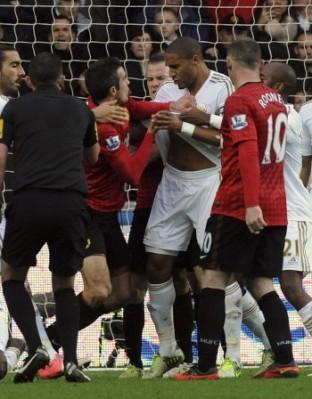Мениджърът на Манчестър Юнайтед Сър Алекс Фъргюсън призова ФА да накаже Ашли Уилямс за дълго време за удара срещу Робин ван Перси.