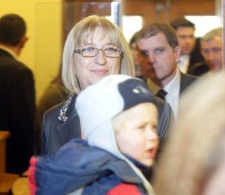 Председателят на социалната комисия Светлана Ангелова обясни, че всяка година от държавния бюджет се отделят над 1 милиард лева за децата.