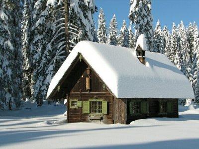 Сняг в планината, зимна картина