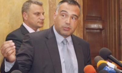 Депутатът от БСП Антон Кутев, смята че нападението срещу лидера на ДПС Ахмед Доган е инсценировка.
