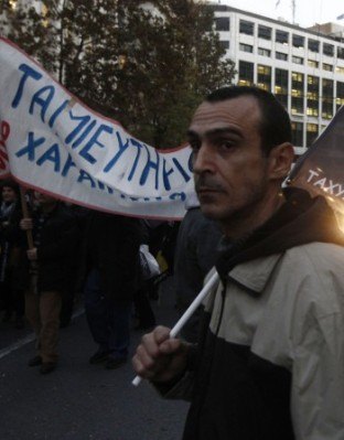 Гръцкият парламент късно снощи одобри законопроект, с който ратифицира десетките условия, поставени на страната за отпускане на спасителни заеми