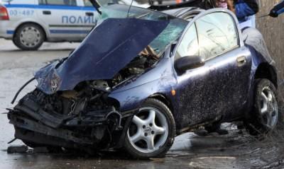 Състоянието на третата жена, която пострада във вчерашната катастрофа на крайезерния път до Варна, все още е много сериозно
